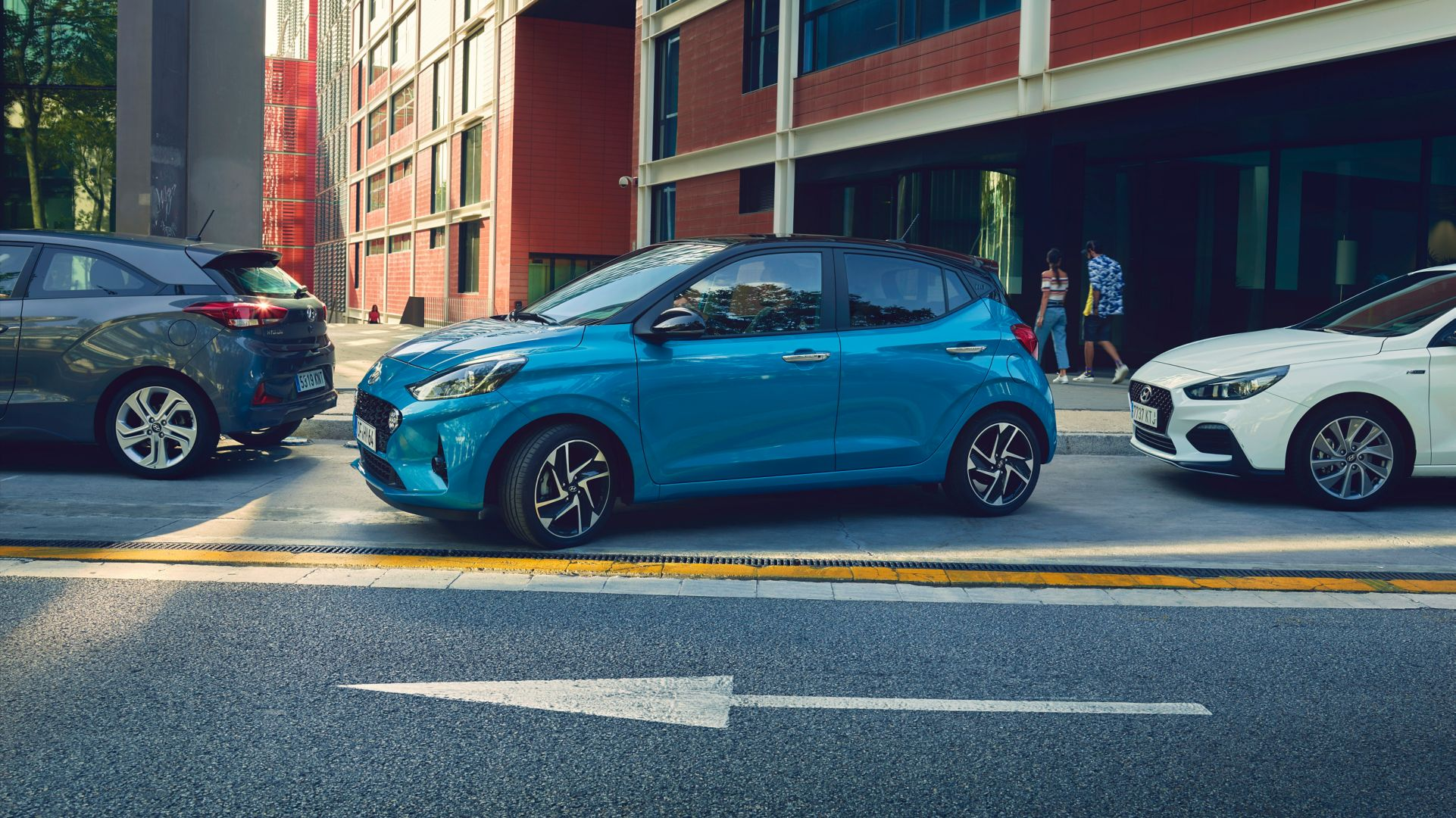 The image of the all-new Hyundai i10 parking on the street.