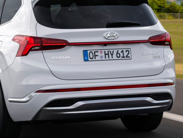 Close up image showing the new taillight design of the new Hyundai Santa Fe SUV.
