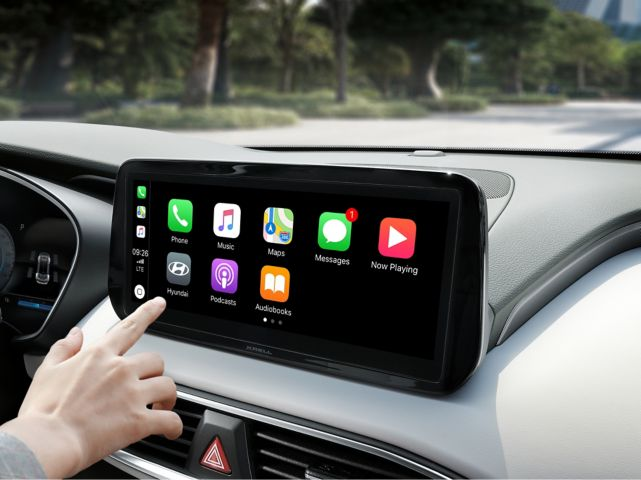 A close-up image of the Apple Car Play and Android Auto screen in the new Hyundai Santa Fe.